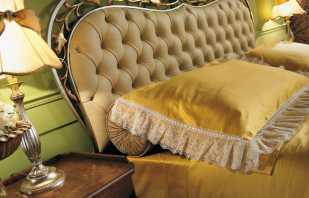 Tête de lit moelleuse et confortable sur un lit double, critères de sélection