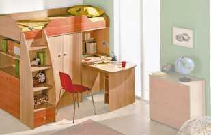 Caractéristiques de conception des lits mansardés avec une table et une armoire, disposition des éléments