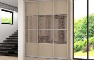 Caractéristiques des armoires coulissantes à trois portes, un aperçu des modèles
