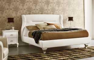 Lit italien avec une tête de lit moelleuse, l'incarnation du style et du confort