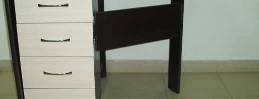 Tables pour choisir une table pliante avec tiroirs, options prêtes à l'emploi