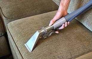 Comment nettoyer les meubles rembourrés à la maison, choisissez un outil