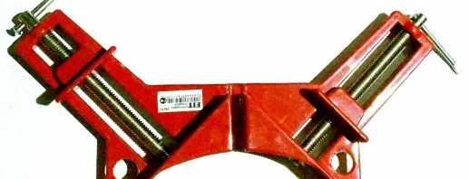 Le but de la pince d'angle pour l'assemblage de meubles, les caractéristiques de l'outil