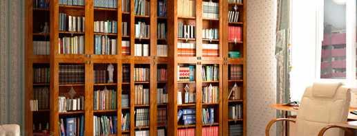 Options pour bibliothèques avec portes en verre et leurs caractéristiques