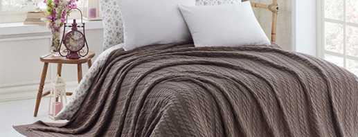 Faire des couvre-lits en tricot avec des aiguilles à tricoter et du crochet