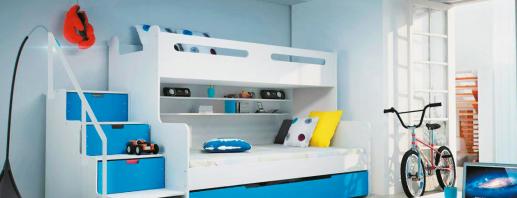 Lits mezzanine compacts avec un canapé à l'intérieur des petites pièces