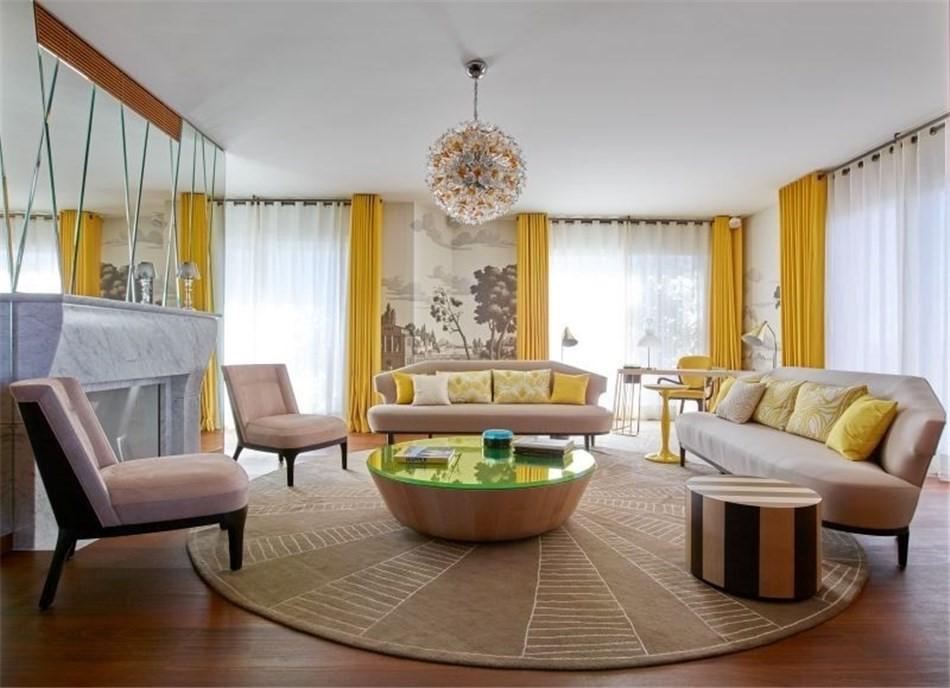 Disposition circulaire commode des meubles dans le salon