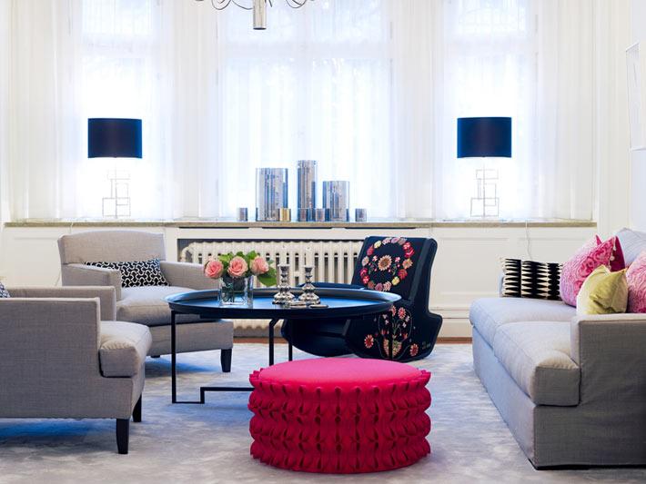 Choisissez un agencement circulaire de meubles dans le salon