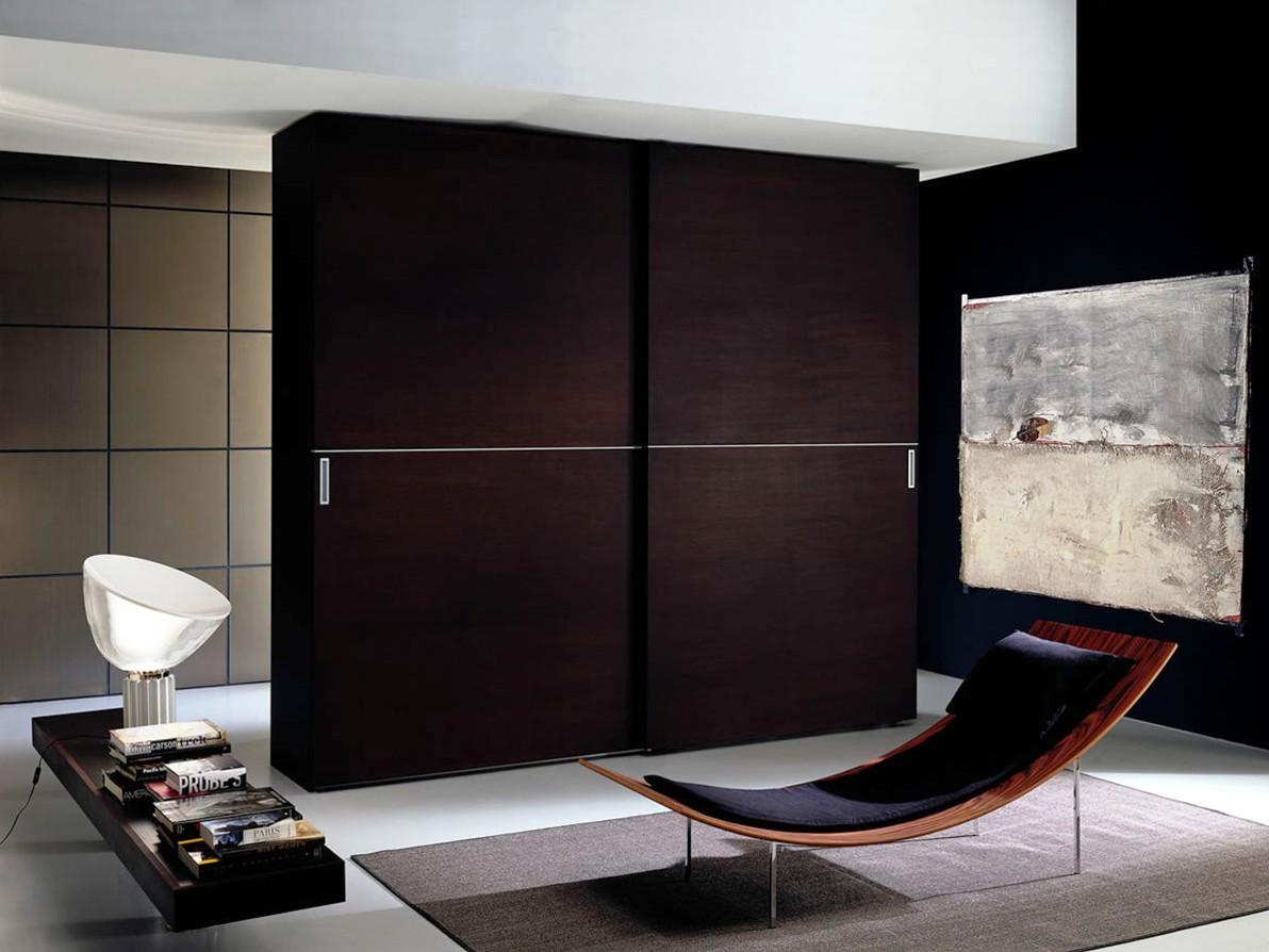 Armoire armoire dans le hall
