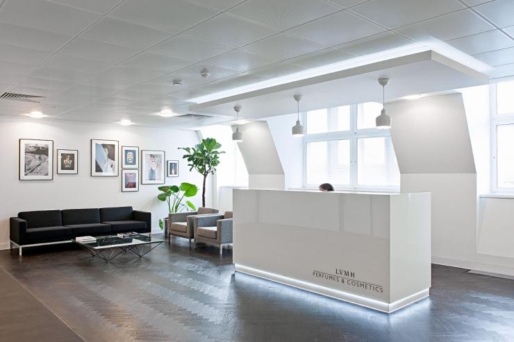 Intérieur de bureau de couleur blanche