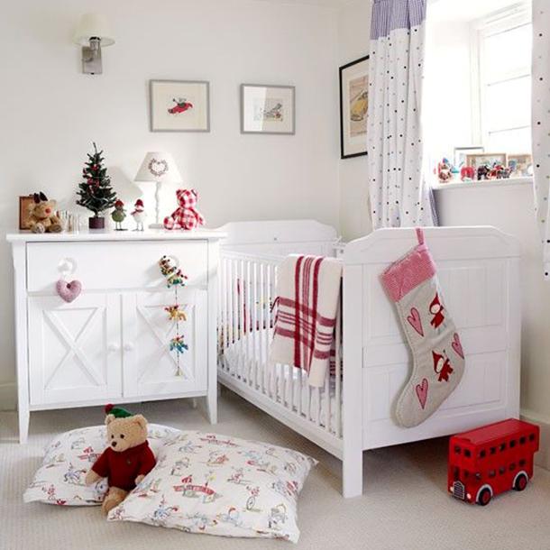 Comment décorer un intérieur blanc comme neige dans une chambre d'enfant