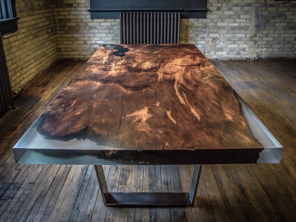L'utilisation d'époxy pour créer des meubles