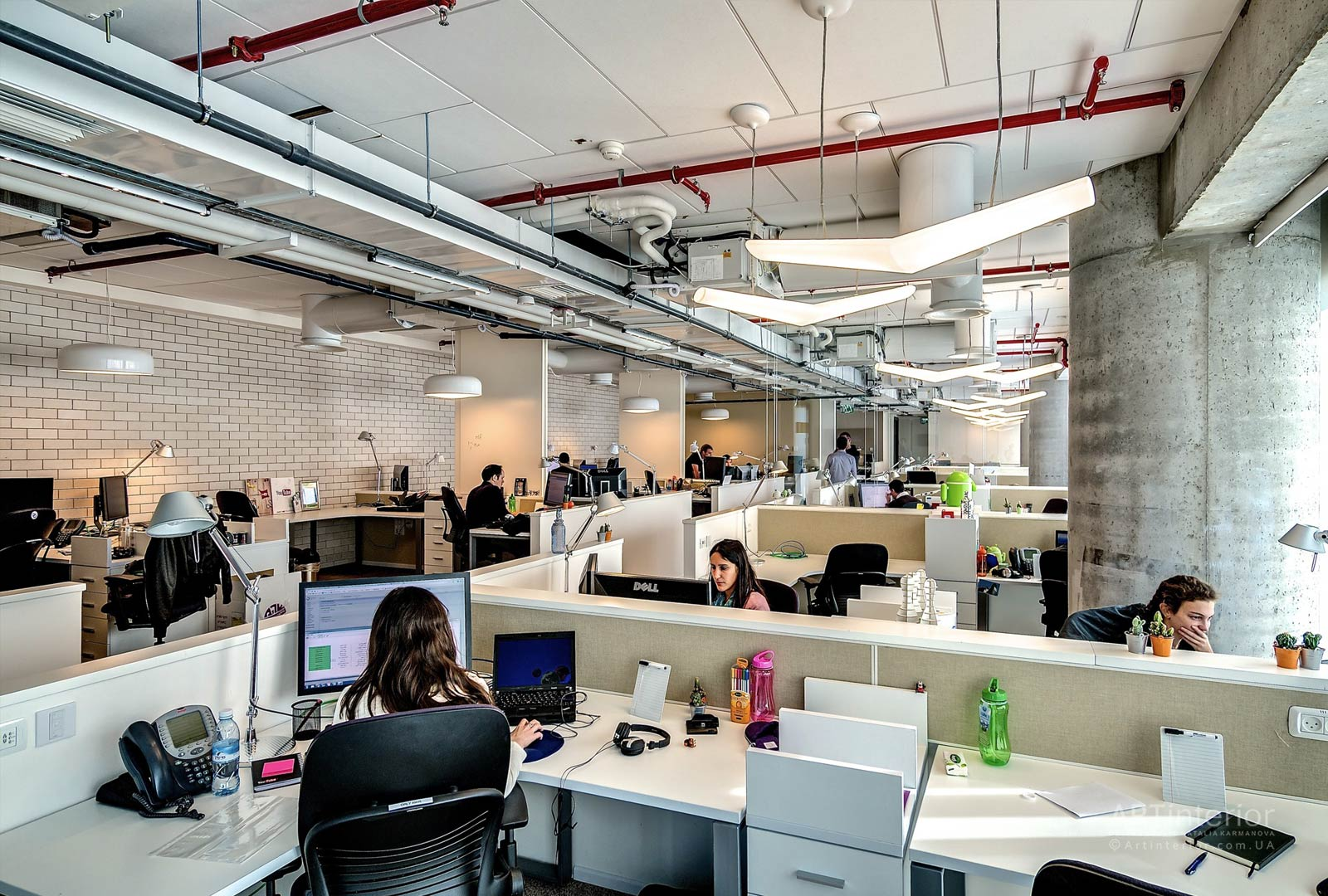 Travailleurs dans un beau bureau