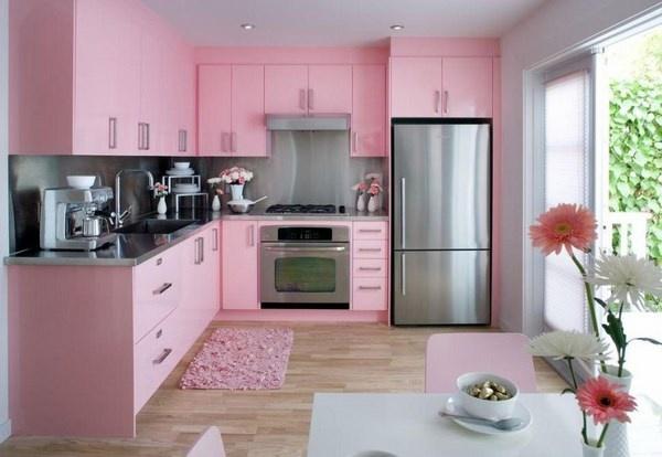 Nuances roses de l'intérieur de la cuisine