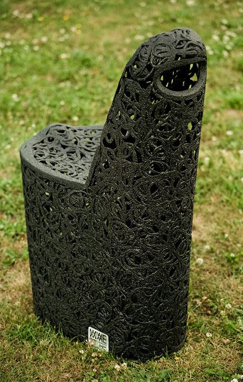 Chaise de jardin en basalte